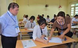 Thứ trưởng Bùi Văn Ga động viên thí sinh trước môn thi đầu tiên