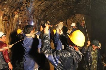 Cứu 12 công nhân vụ sập hầm thủy điện Đạ Dâng - Đạ Chomo: Chạy đua với thời gian