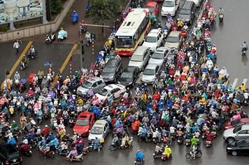 """Thu phí đường bộ xe gắn máy: TPHCM muốn """"né"""" mà không được"""