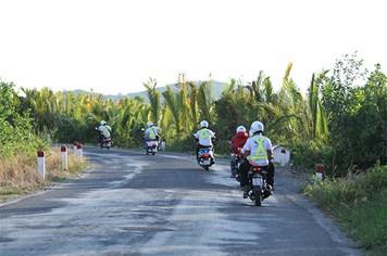 Chào thủ phủ đất Sen Hồng, biker Việt xuyên rừng khám phá Tây Nam Bộ