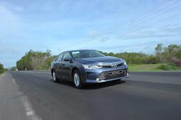 Toyota Camry mới: Đắt có xắt ra miếng?