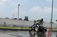 Trời mưa đường trơn, phanh sao cho chuẩn?