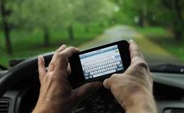 Vừa ôm vô lăng vừa ôm điện thoại, hiểm hoạ khôn lường