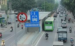 Tháng đầu miễn phí, gần 376.000 lượt khách đi buýt nhanh BRT