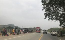 Tái diễn tình trạng băng rào, bắt xe khách dọc cao tốc Nội Bài – Lào Cai