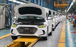 Ôtô đua nhau giảm giá, vì sao thị trường vẫn lao dốc?