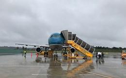 Hoãn nhiều chuyến bay vì bão số 2