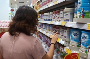 Thiếu quy chuẩn, phụ huynh lo con em uống sữa kém chất lượng