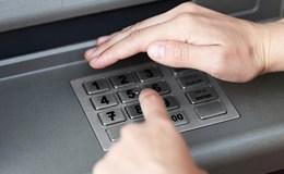 """129 triệu đồng """"bốc hơi"""" trong tài khoản khi ngân hàng vẫn giữ thẻ"""