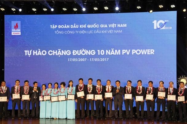 26 người lao động tiêu biểu của PV Power được vinh danh. Ảnh: PV