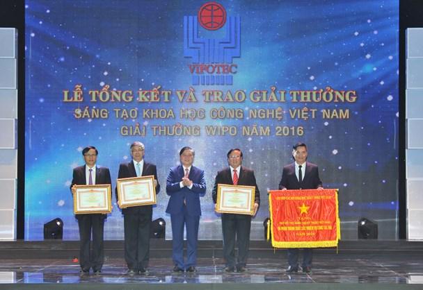 Ông Phạm Thành Công - Chủ tịch Tập đoàn GFS - vinh dự được nhận bằng khen của Thủ tướng Chính phủ. Ảnh: P.V