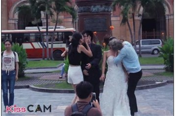 Đua nhau Kiss Cam - vô tình hay cố ý để nổi tiếng?