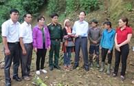 """Trao hỗ trợ chương trình """"Triệu vòng tay"""" và học bổng đến người dân Lai Châu"""