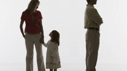 Bố mẹ ly hôn, tòa ưu tiên quyền lợi nào của con?