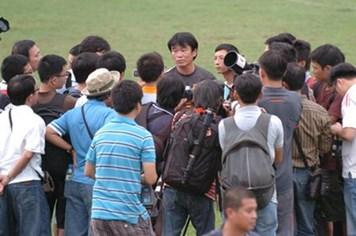 Nhìn tuyển Việt Nam chơi bết bát, chỉ thương các đồng nghiệp