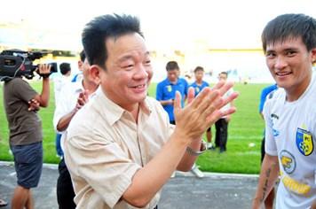 V-League: Đồng loạt giảm phí lót tay, lương, thưởng