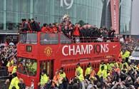 Biển người mừng Man United vô địch, chia tay Sir Ferguson