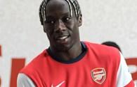 """Arsenal """"hạ gục"""" đội cổ động viên VN 5-3"""