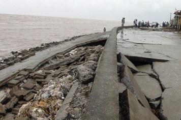 Nam Định: 170 mét kè Quất Lâm bị sạt sau cơn bão số 6