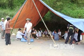 Vụ chôn thuốc trừ sâu: Dân lập trại giữ hiện trường, công an đi điều tra lý lịch