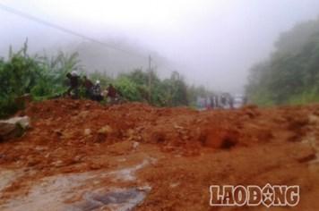 Khánh Hòa: Sạt lở nghiêm trọng trên tuyến đường Nha Trang - Đà Lạt