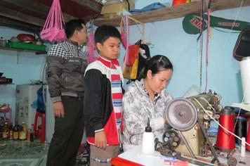 Công nhân lao động không có điều kiện về quê ăn tết: Niềm vui gửi lại quê nhà