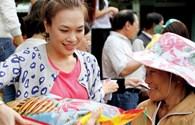"""Mỹ Tâm """"buôn"""" gạo, Thái Thùy Linh nhập viện """"máu""""."""