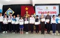 """LĐLĐ tỉnh Kon Tum: Trao 14 suất học bổng """"Tấm lòng vàng – Đại Nam"""""""