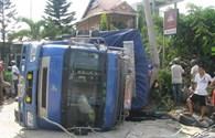 Tai nạn giao thông... trong quán càphê