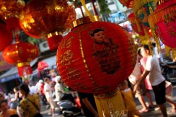 Trung thu: Cuộc vật lộn giữa hàng truyền thống và đồ chơi Trung Quốc