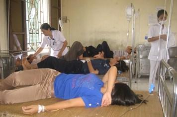 69 công nhân nhập viện vì ngộ độc bữa trưa