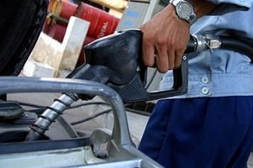 Giá xăng tăng mức kỷ lục: Quyết định gây tranh cãi