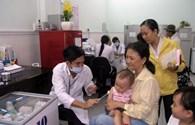 Vụ vaccine Quinvaxem: Phụ huynh lo lắng, ngành y tế bối rối