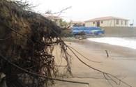 Bão số 10: Cột sóng cao hơn 10m, sạt lở nghiêm trọng bờ biển Cửa Đại