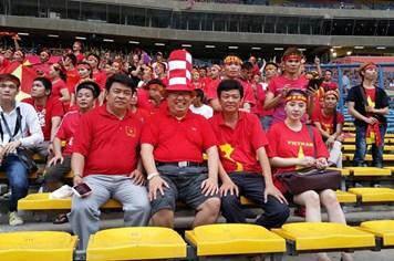 """Chuyện về """"gã khùng"""" bỏ ra hơn 600 triệu đồng mua vé cho CĐV vào sân Shah Alam"""