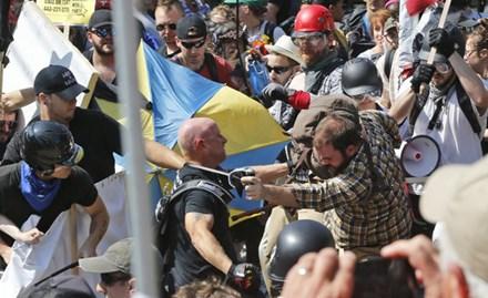 Xe điên lao vào đám đông người biểu tình ở Mỹ - ảnh 1