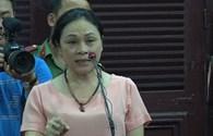 """Mẹ HH Phương Nga bức xúc trước tòa, nói người đàn bà """"bí ẩn"""" bịa đặt"""