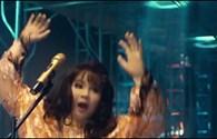 Top 5 showbiz: Minh Hằng nhảy sập sân khấu khi đang hát nhép