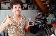 """Lạ: """"Đột nhập"""" quán cafe vợt lâu năm nhất Sài Gòn"""