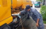 Cận cảnh xe bồn đổ nước thử nghiệm hố ga ngăn mùi tại TP HCM