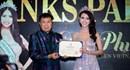 Chủ tịch Miss Tourism Queen sang trao thư mời cho Á khôi Liên Phương