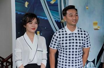 Thành Trung, Tú Linh truyền nghề bình luận viên bóng đá cho cầu thủ nhí