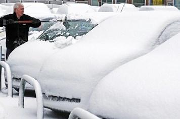 Băng tuyết bao trùm Vương Quốc Anh trong đêm lạnh giá nhất năm