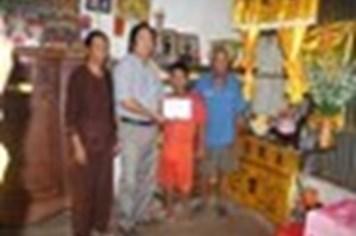 Trao tiền cứu trợ gia đình ngư dân tử nạn