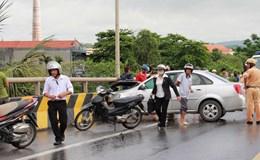 Hải Phòng: Ôtô biển số Hà Nội húc bay xe máy vào cây dừa ven đường