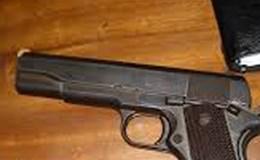 Mang súng quân dụng đi tìm mua đạn, đụng ngay phải công an
