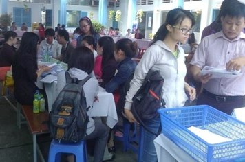 TPHCM: Một ngày tổ chức hai sàn giao dịch việc làm