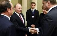 Truyền hình Ukraina bị cấm phát cảnh Poroshenko bắt tay Putin