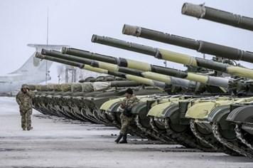 Ukraina bị tố ồ ạt triển khai xe tăng, tên lửa tới miền đông