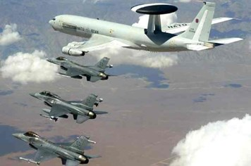 """NATO điều tàu chiến máy bay đến """"ghì cương"""" Thổ Nhĩ Kỳ"""